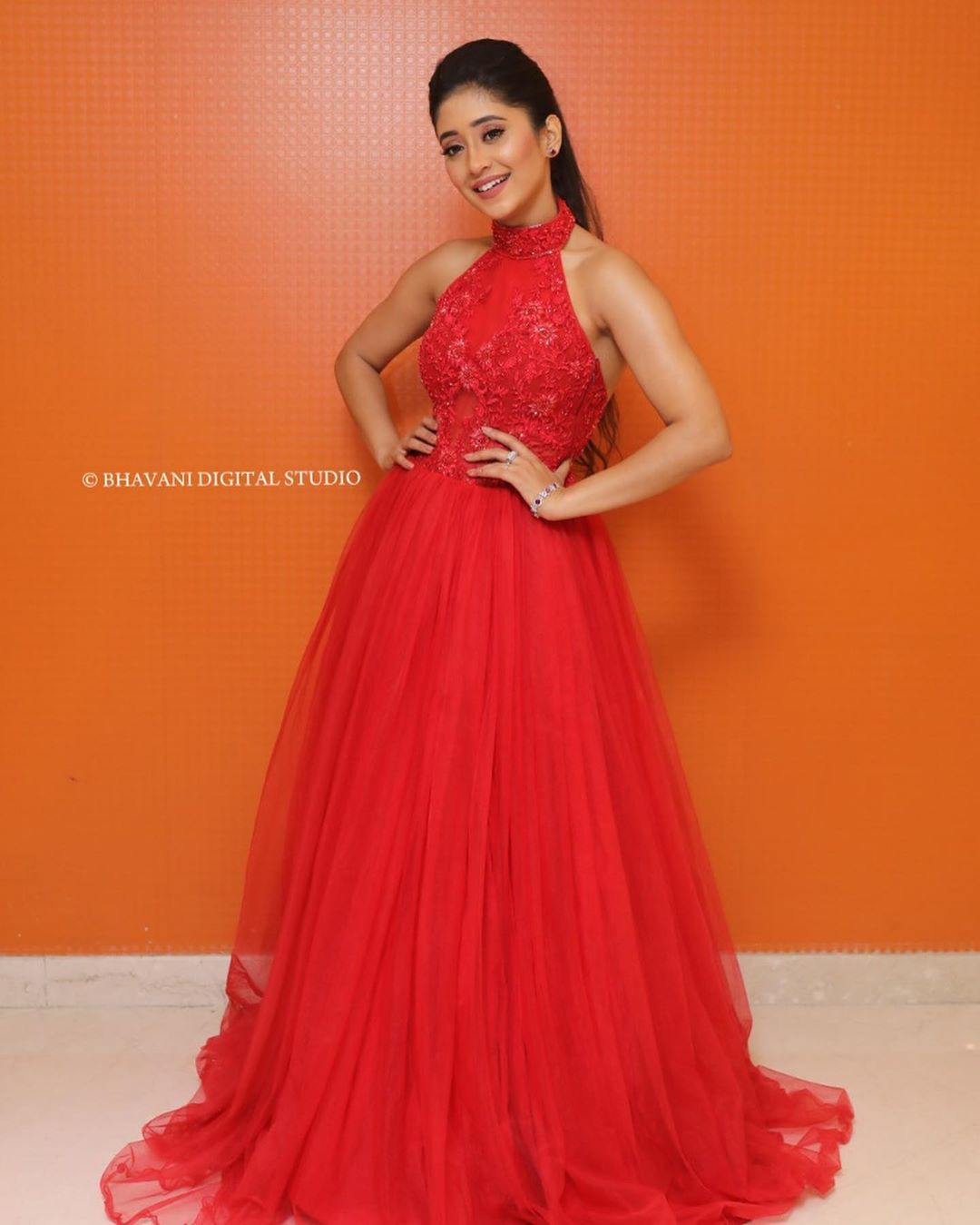 Shivangi Joshi dress, gown formal wear colour outfit, you must try