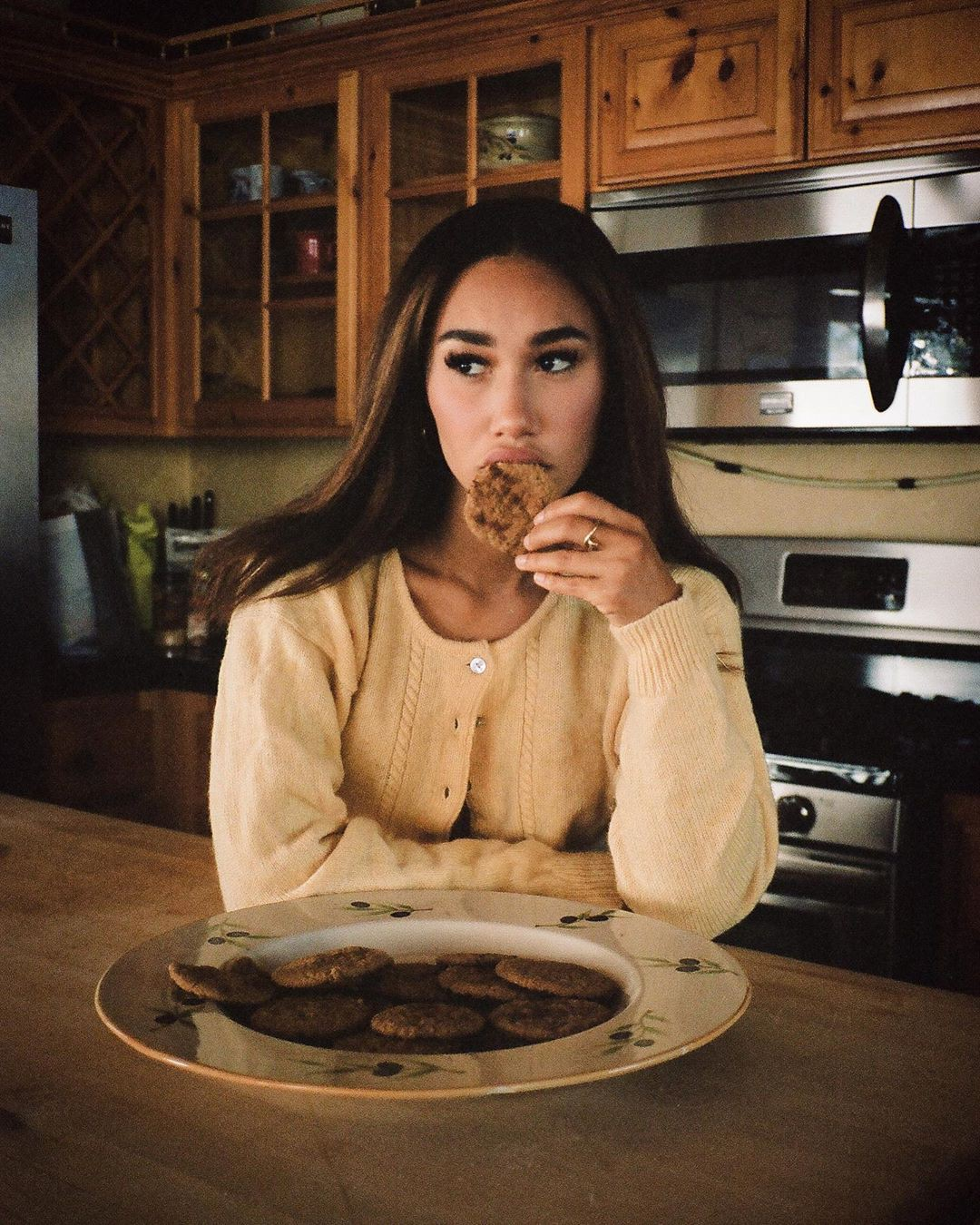 Eva Gutowski Cute Face, Woman Long Hair Style, food craving