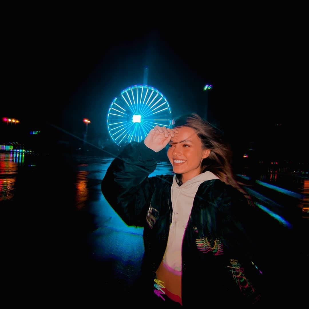 Anna Zak outdoor fun, Cool Girls, visual effect lighting