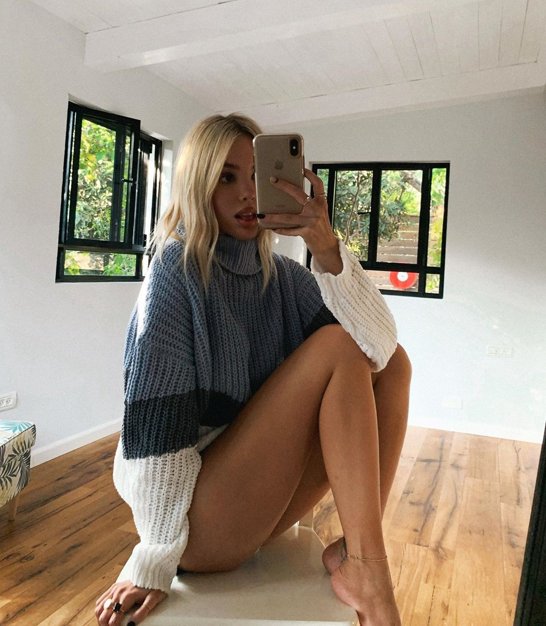 Maria Domark hot thighs, fine legs, blond hairstyle