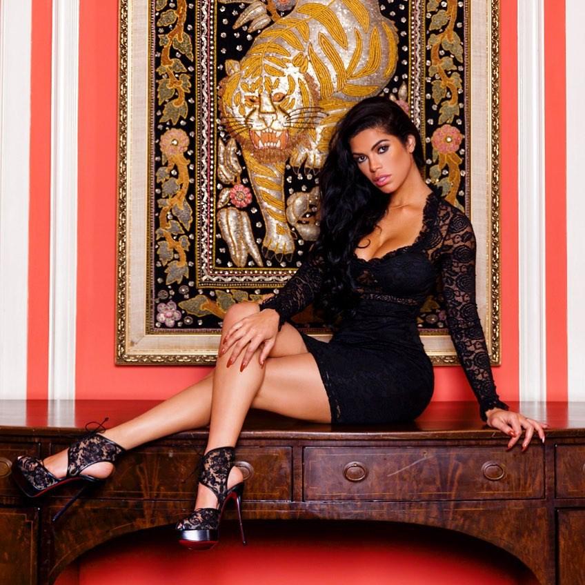 Suelyn Medeiros lingerie clothing ideas, fashion photoshoot, female thighs