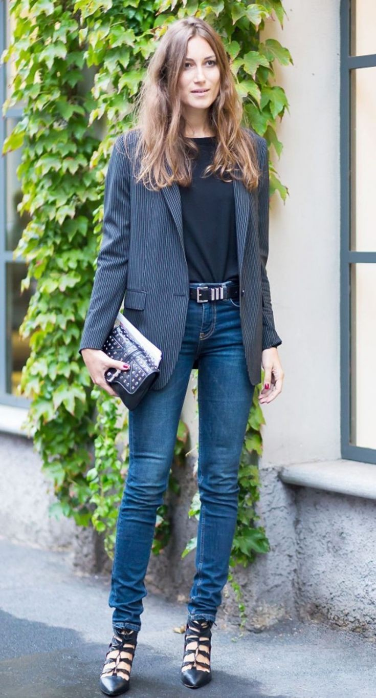 Outfit Pinterest with crop top, trousers, jacket