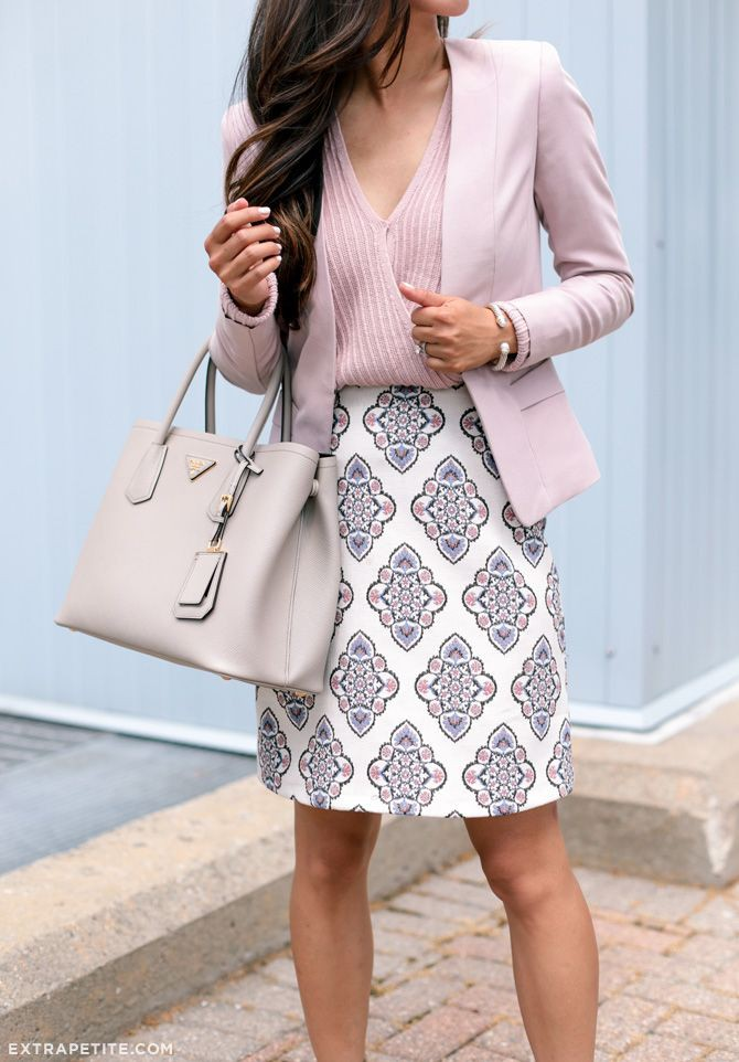 Professional cute work outfits, street fashion, pencil skirt