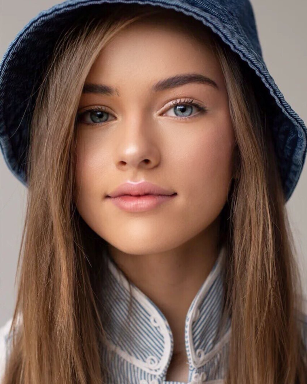 Kristina Pimenova Girls With Cute Face, Lips Smile, Simple Hairstyle