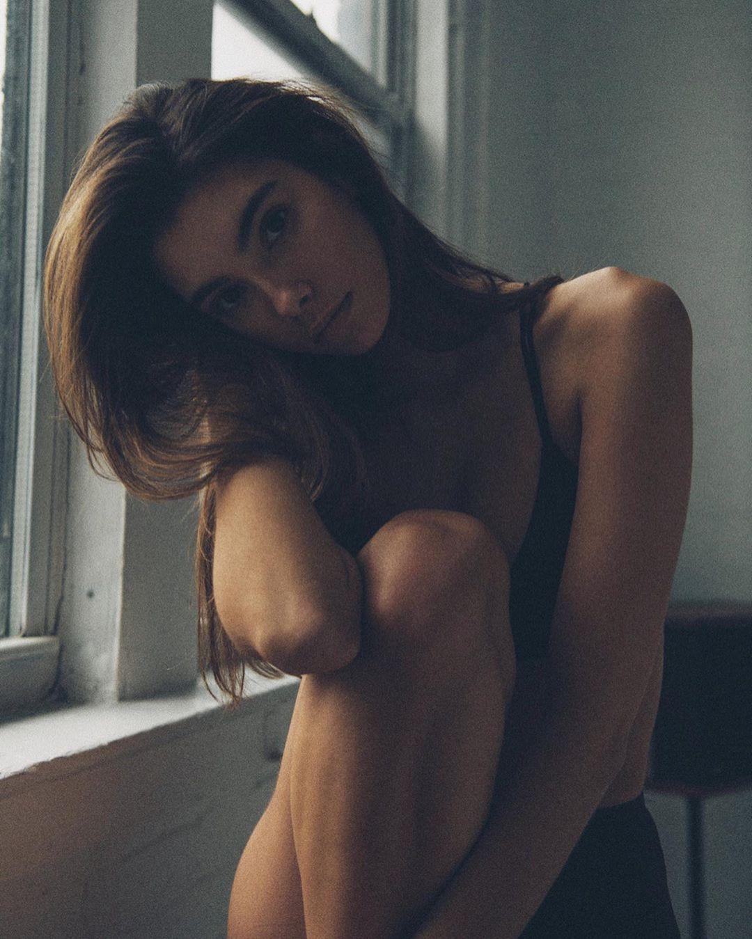 Cindy Mello legs pic, arms pic, Pretty Look