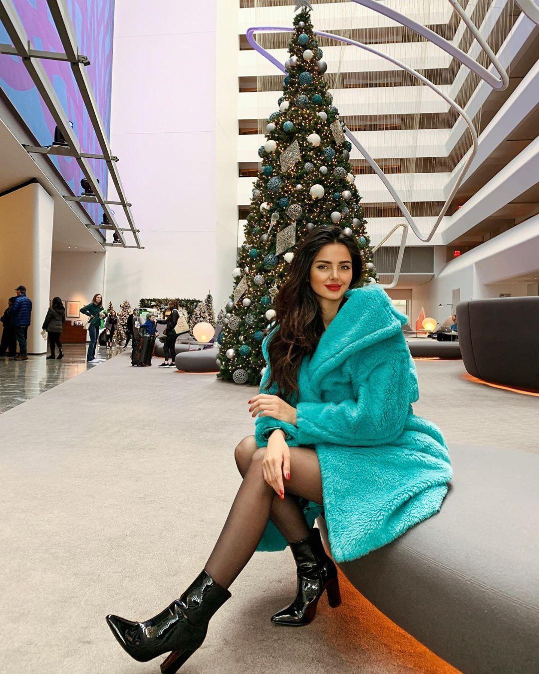Mahlagha Jaberi female thighs, fine legs, high heels