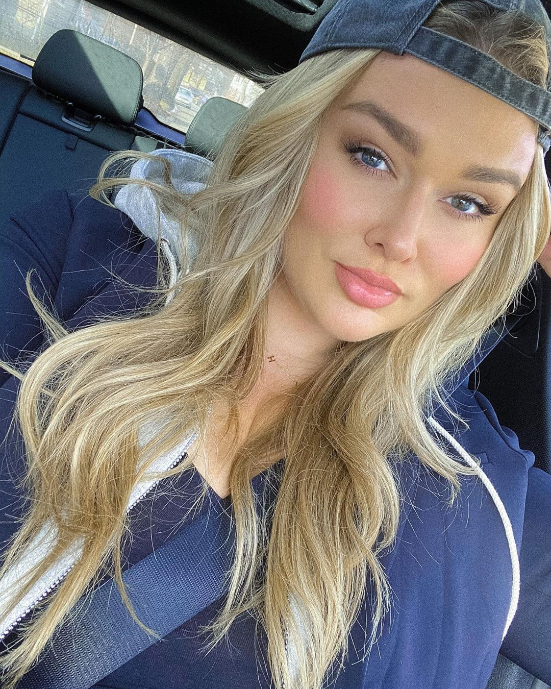 Hunter McGrady blond hairs, Cute Face, Lip Makeup