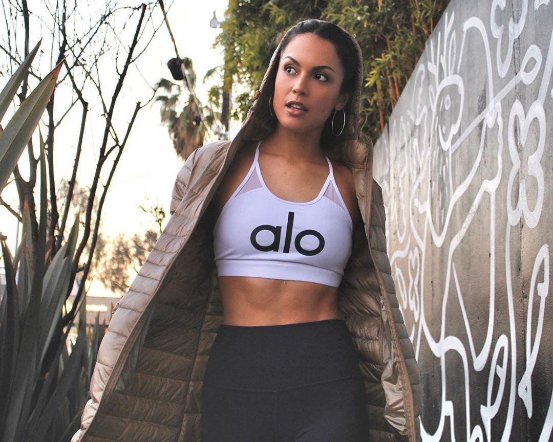 Raquel Pomplun sportswear, crop top, t-shirt colour outfit