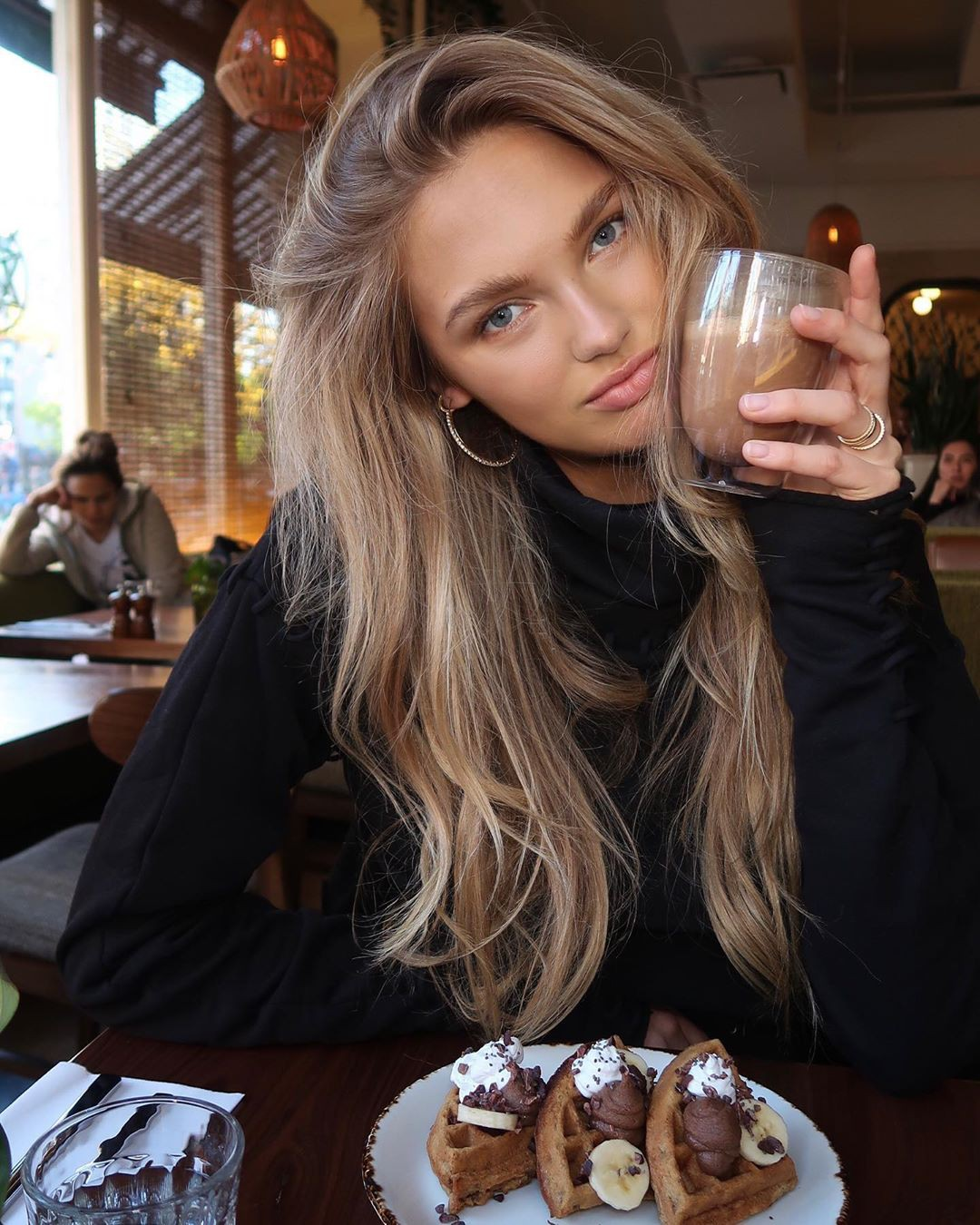 Romee Strijd photography ideas, in blond hairs, Easy Long Hairstyles