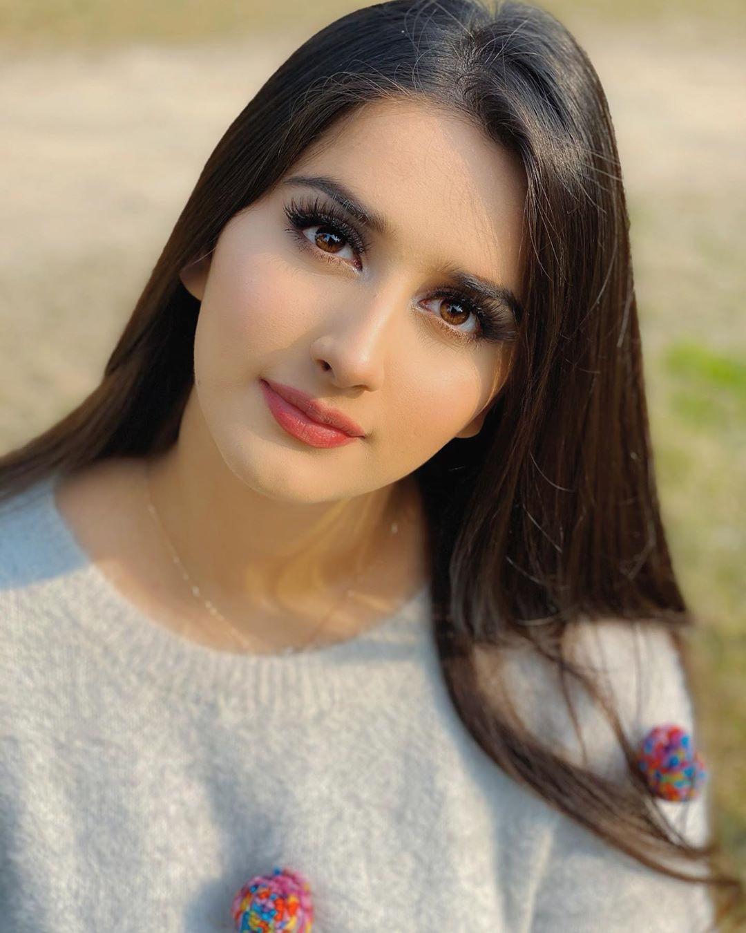 Alishbah Anjum Dark Black Hairs, Lovely Face, Lip Makeup