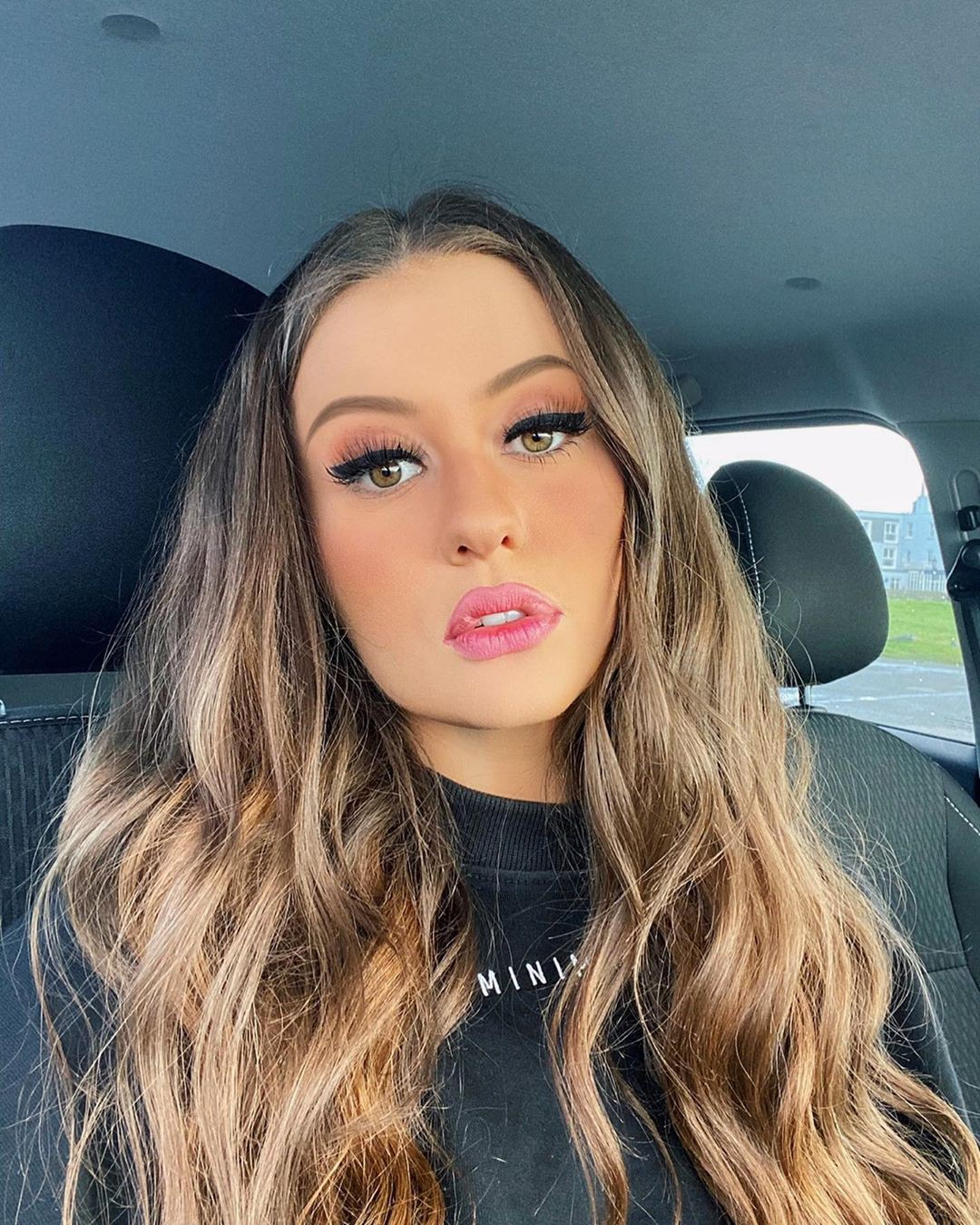 Holly Horne blond hairs pic, Face Makeup, Glossy Lips