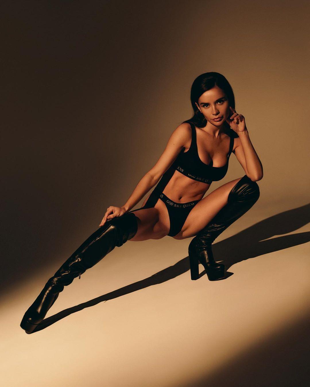 Ekaterina Zueva fetish model colour outfit, photoshoot poses, fashion photography