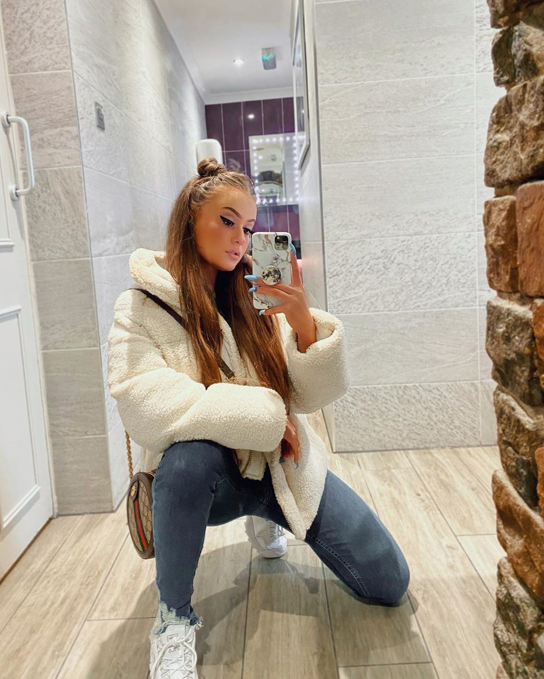 Holly Horne jeans, fur dresses ideas, girls instgram photography