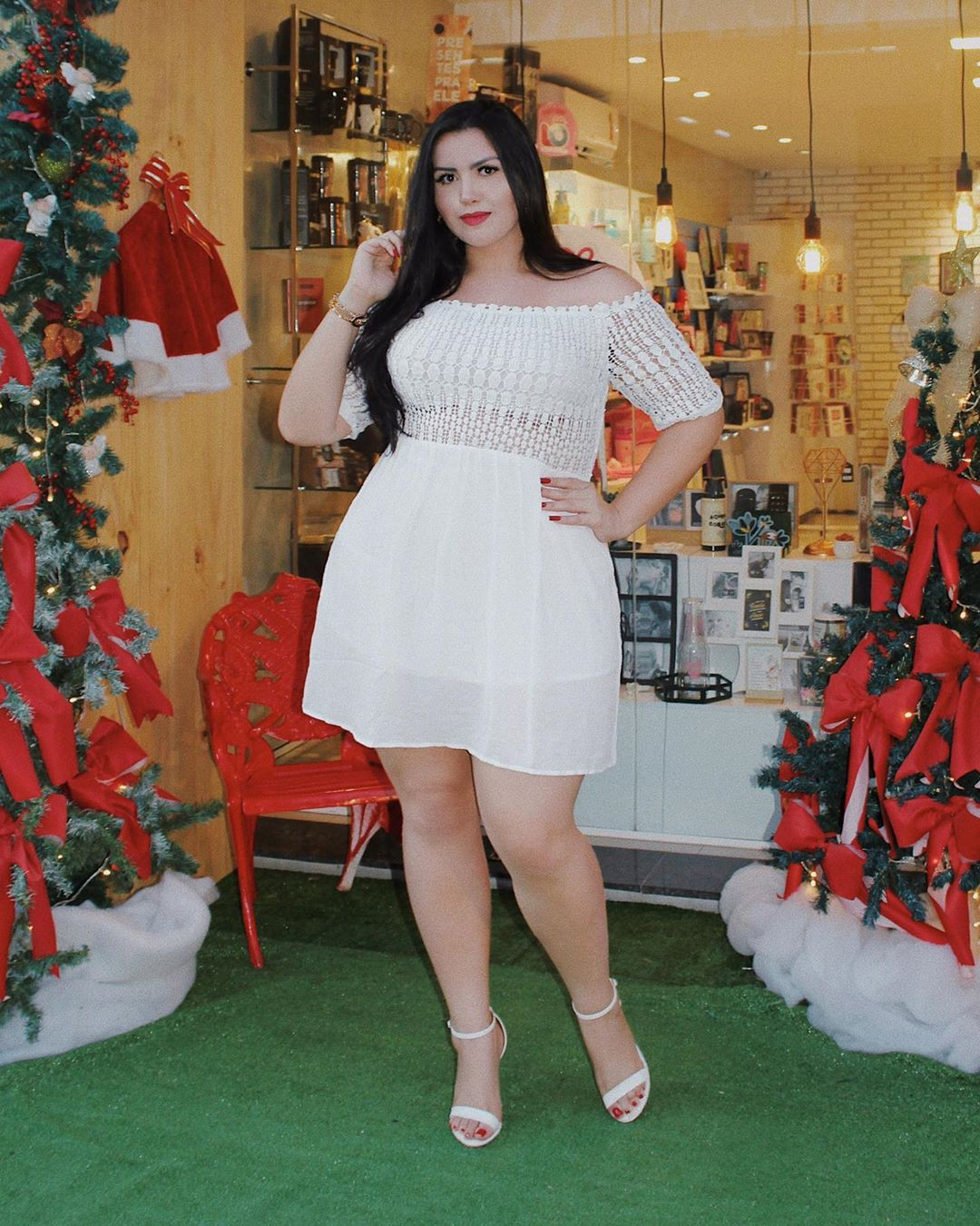 white outfit ideas with cocktail dress, legs picture