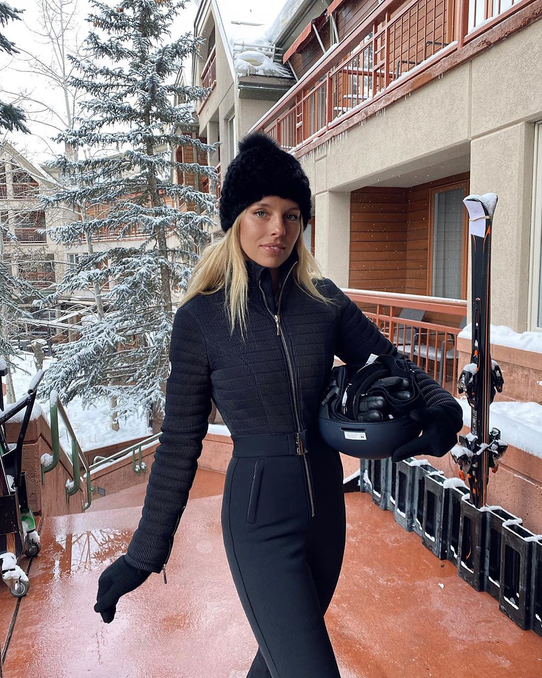black dresses ideas with beanie, cap, outfit designs