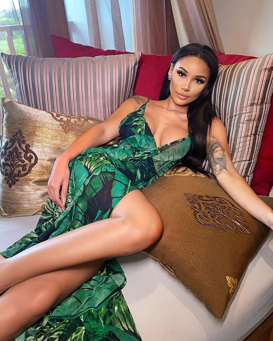 clarisse juliette photoshoot poses, hot legs, legs pic