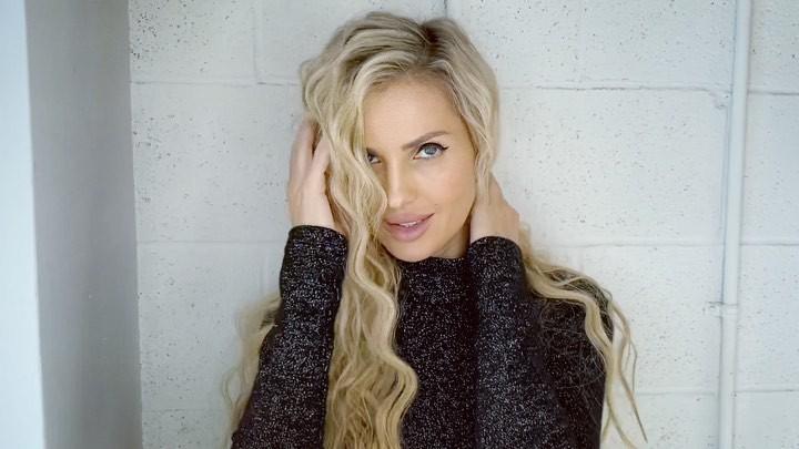 Leanna Bartlett blond hairs, Face Makeup Ideas, Lips Smile