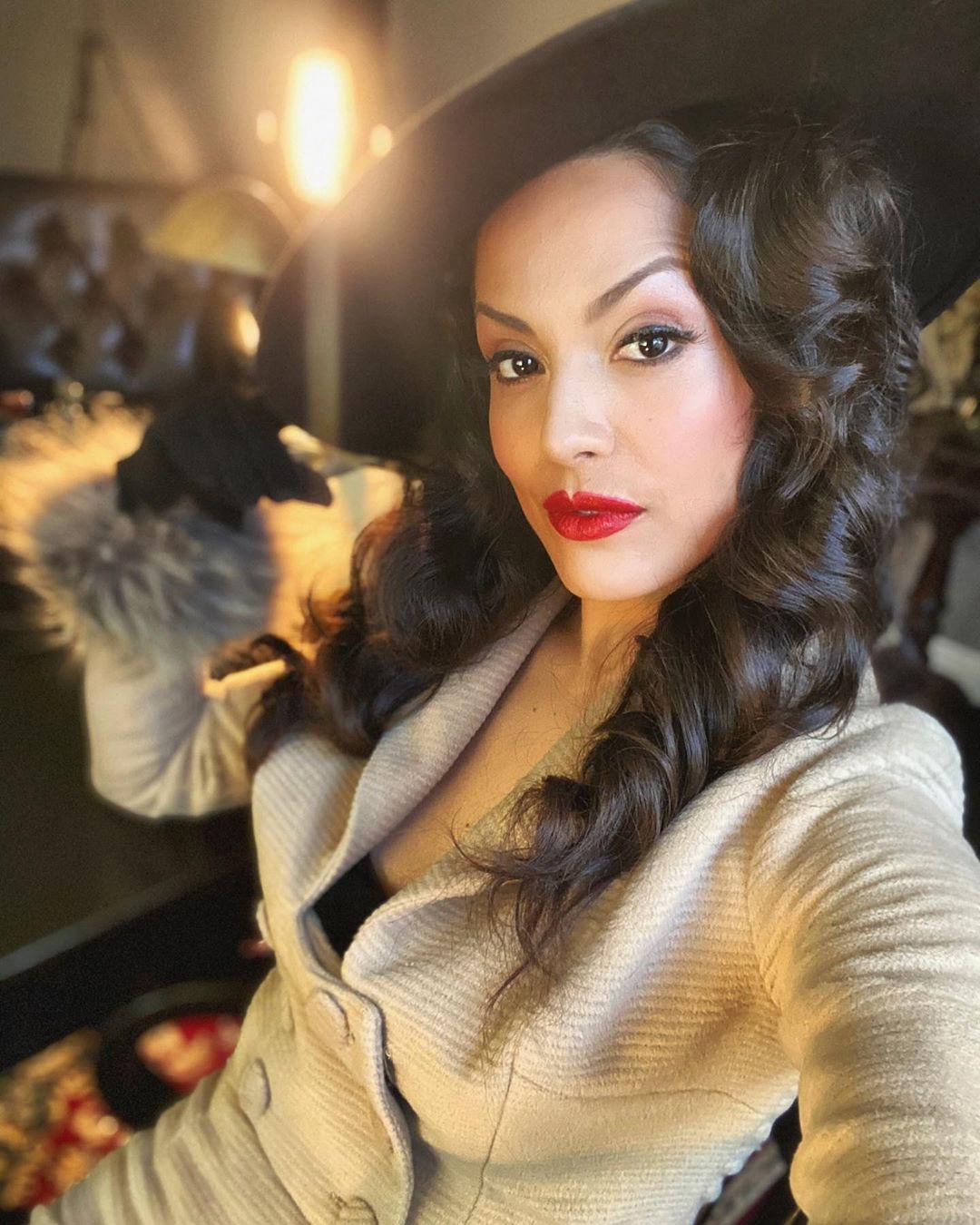 Raquel Pomplun fur outfits for girls, Face Makeup, Lips Smile