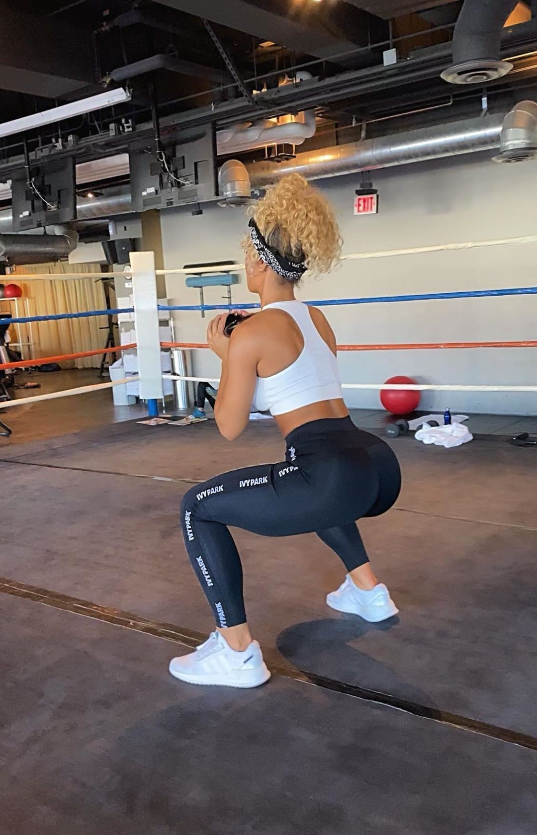 Jena Frumes sportswear colour outfit, you must try, hot legs girls, hot legs picture