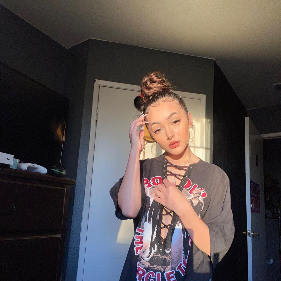 Hailey Orona photography for girl, Lip Makeup, Long Hair Women