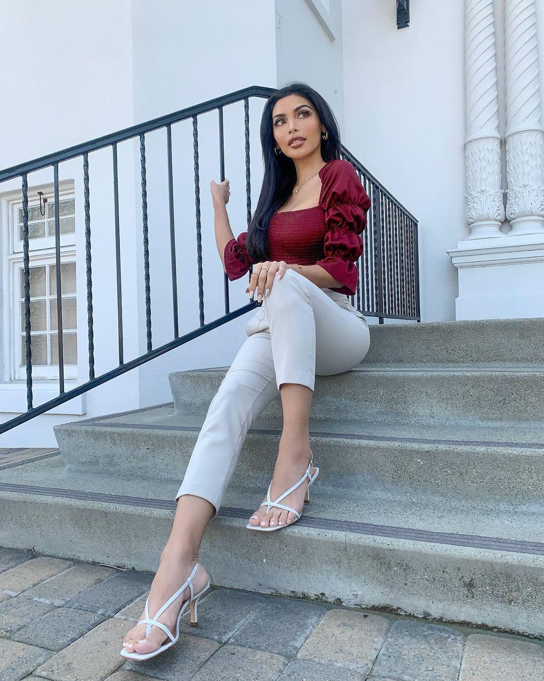 Tania Lucely cute girls photos, fine legs, clothing ideas