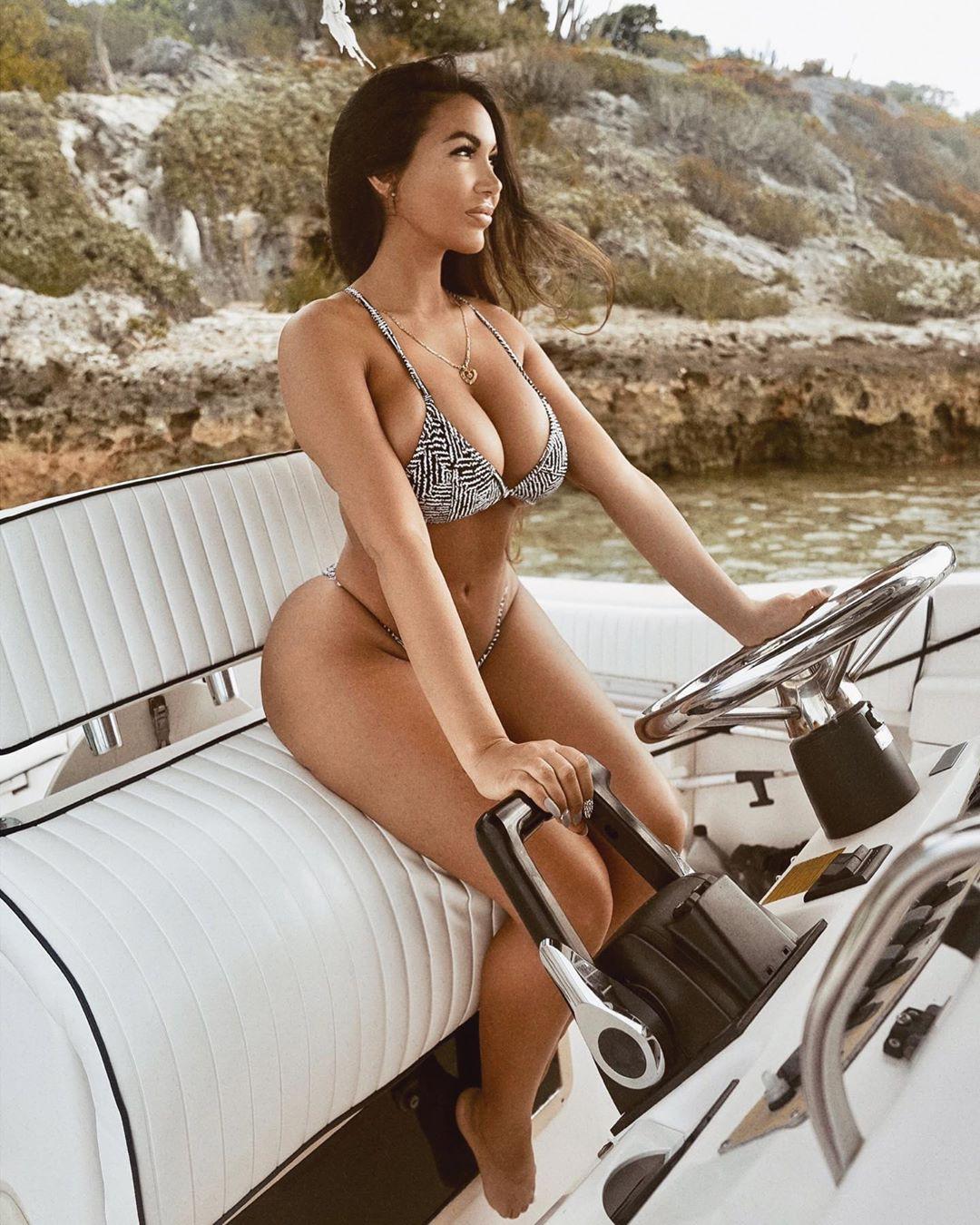 Aylen Alvarez bikini swimwear colour outfit, you must try, girls photoshoot