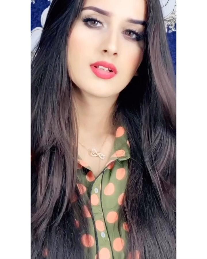 Alishbah Anjum Black Haircuts, Cute Face, Lip Makeup