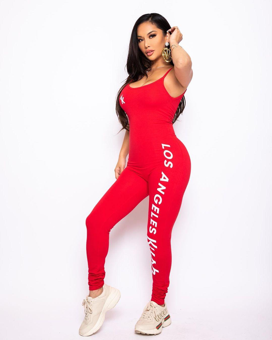 Ashley Vee sportswear, tights clothing ideas, best photoshoot ideas