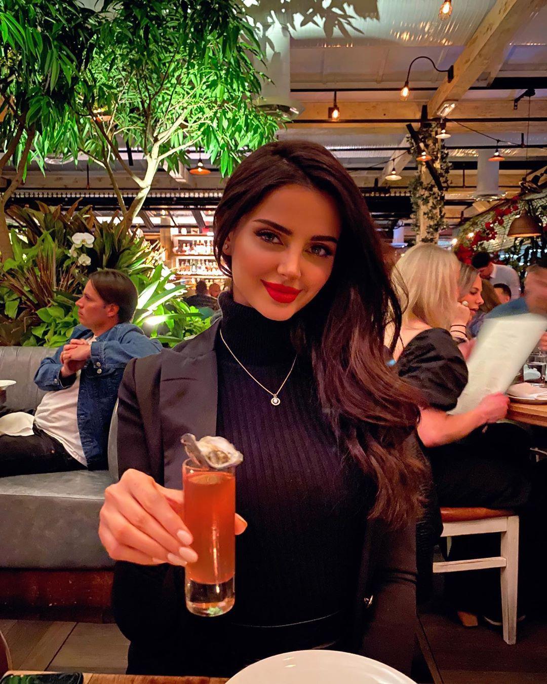 Mahlagha Jaberi Long Hair Women, distilled beverage, brown hair