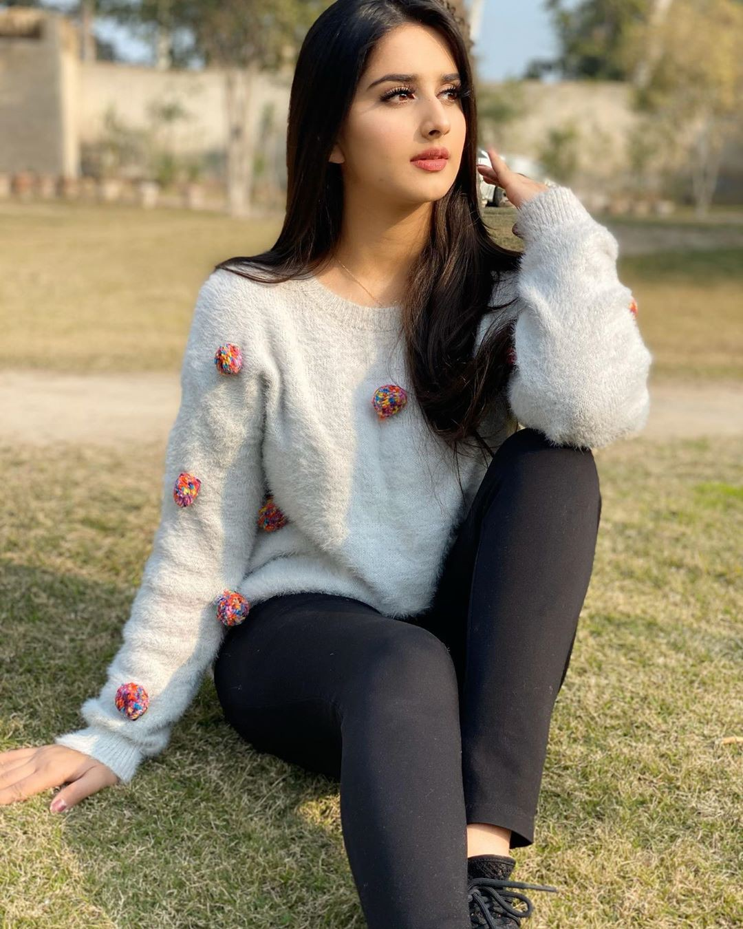 Alishbah Anjum tights, fur matching ideas for girls, photoshoot poses