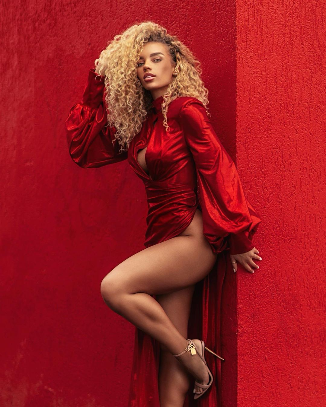 Jena Frumes photoshoot ideas, hot girls thighs, hot legs photos