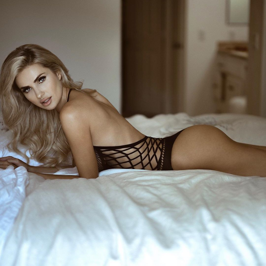 Leanna Bartlett lingerie outfit style, photoshoot ideas, beautiful girls pictures