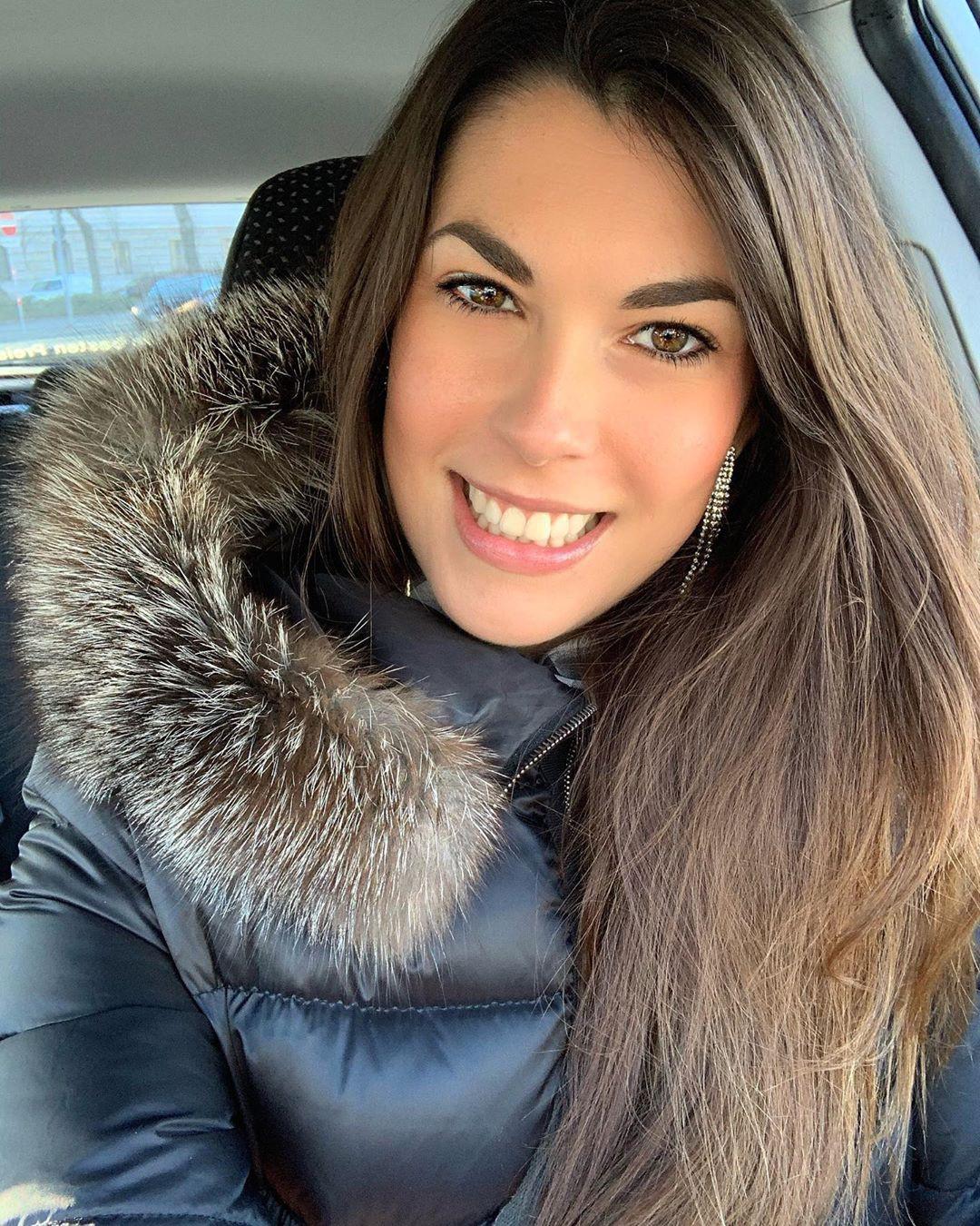 Stefanie Capshield fur clothing, fur dresses ideas, Pretty Look