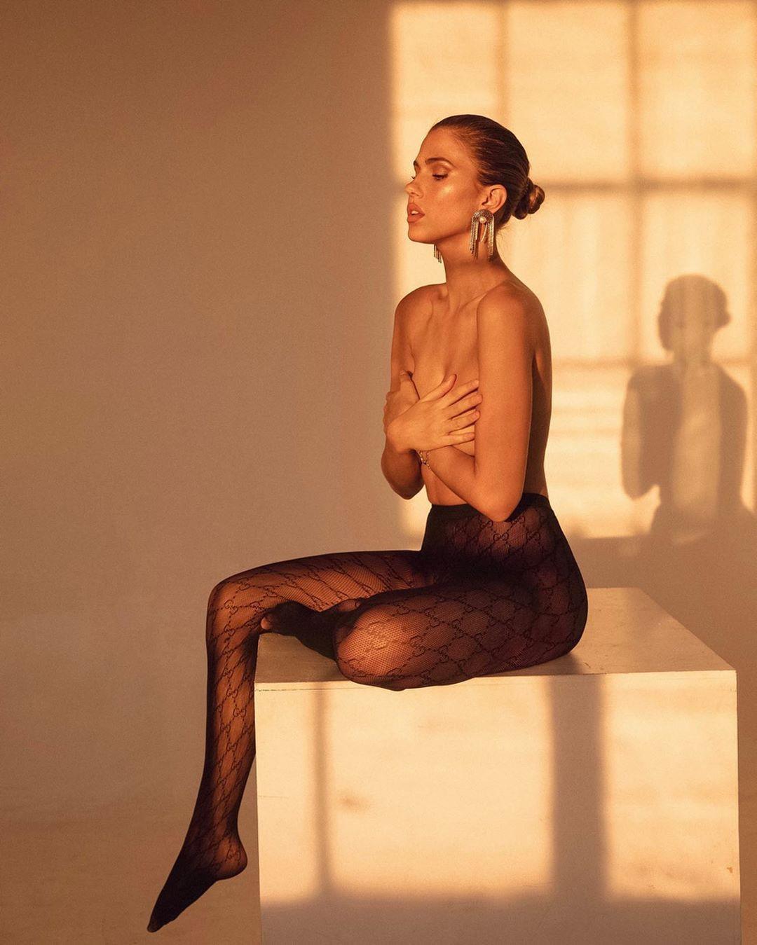 Kara Del Toro tights instagram fashion, girls instagram photos, hot thighs