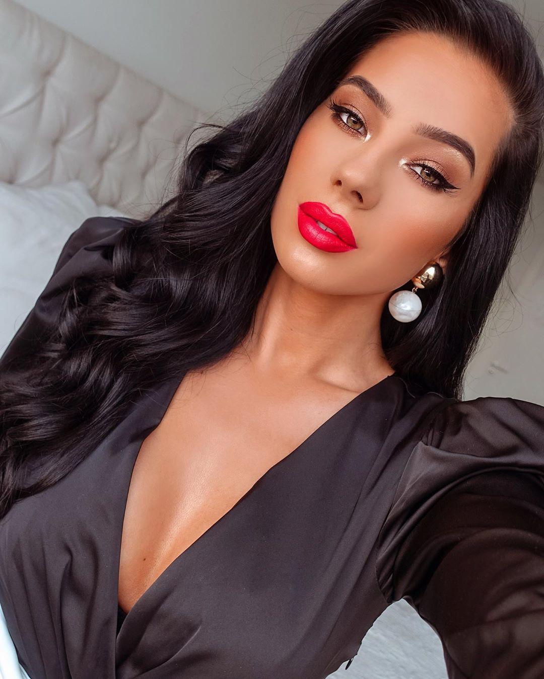 Klaudia Badura Cute Black Hairstyles, Bautiful Face, Lips Smile