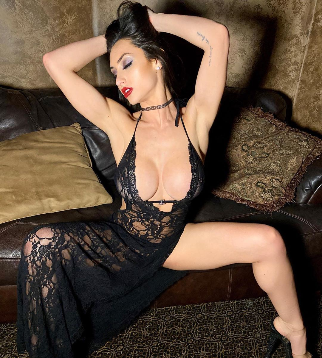 Reya Sunshine fetish model matching style, best photoshoot ideas, woman thighs