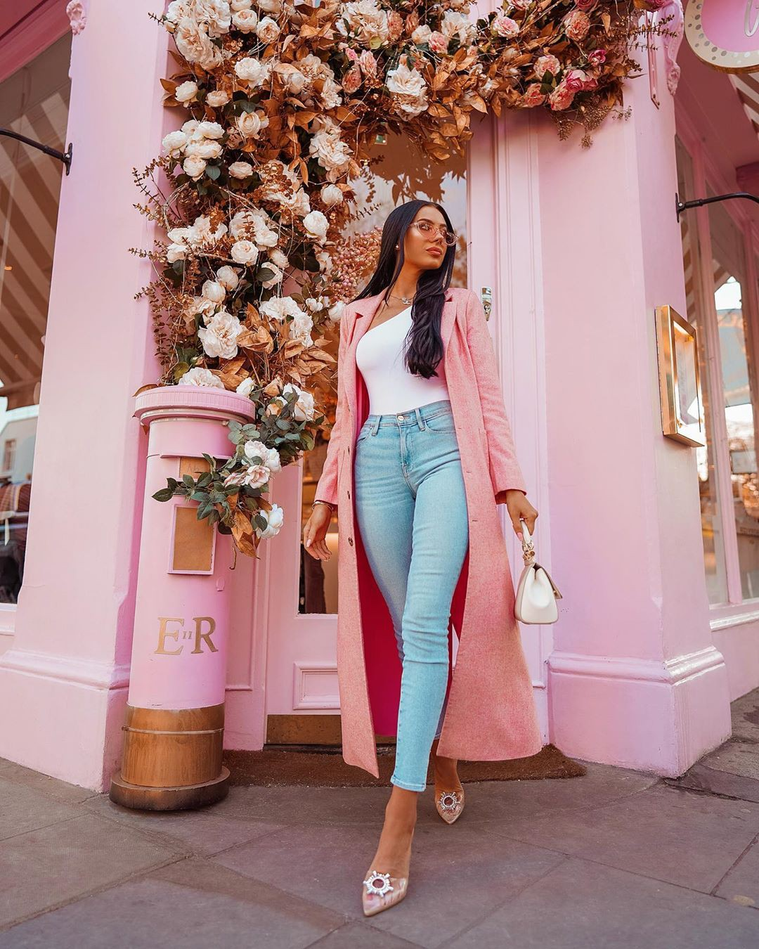 White and pink jeans, legs photo, attire ideas