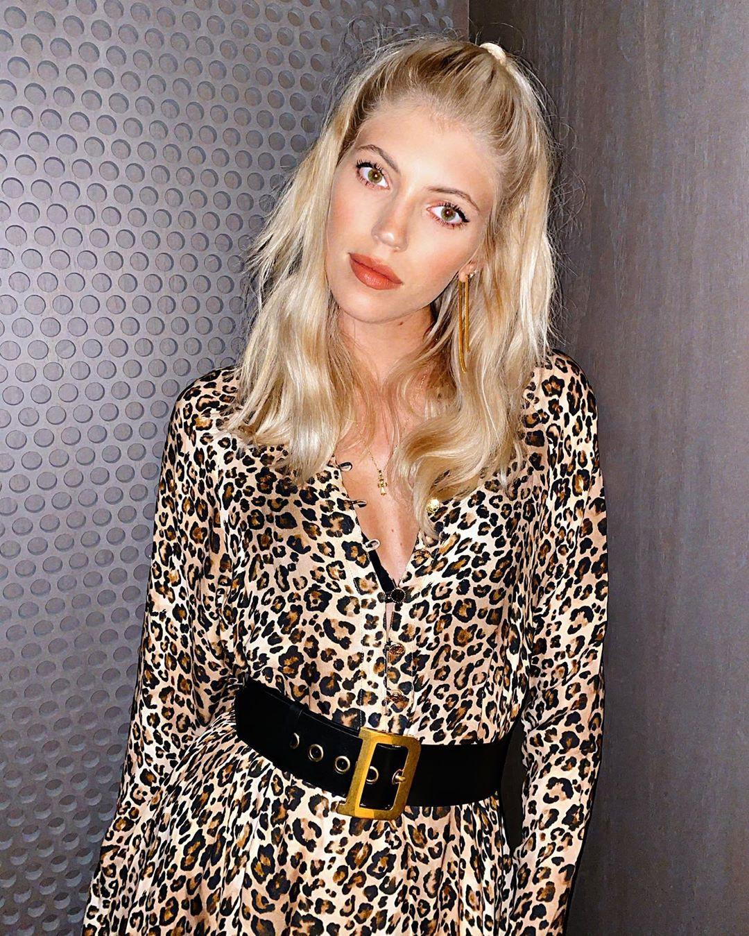 Devon Windsor dress colour combination, cute blond hairs, Perfect Lips