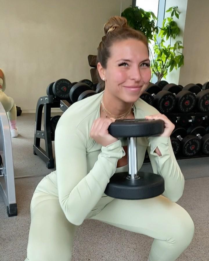 Natalia Garibotto female thighs, hot legs, exercise equipment