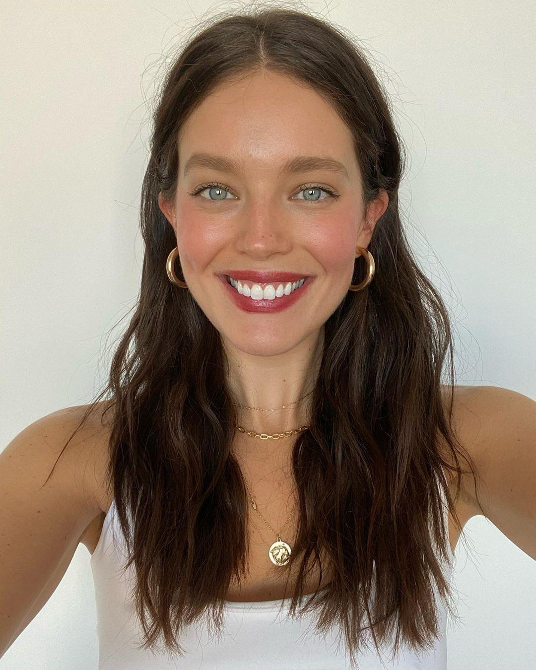 Emily DiDonato Cute Face, Natural Lips, Long Hair Girl