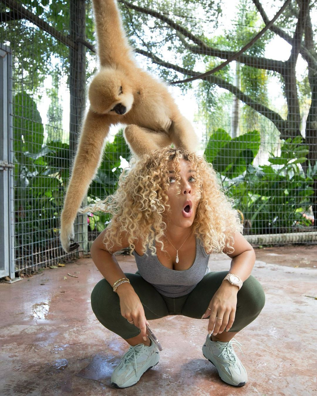 Jena Frumes sportswear colour dress, legs pic, new world monkey