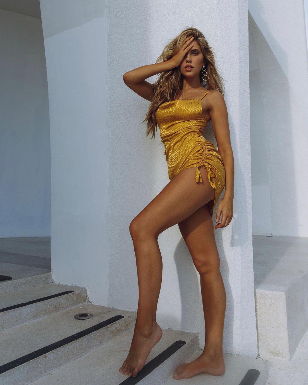 Kara Del Toro hot girls thighs, sexy legs, blond hairstyle