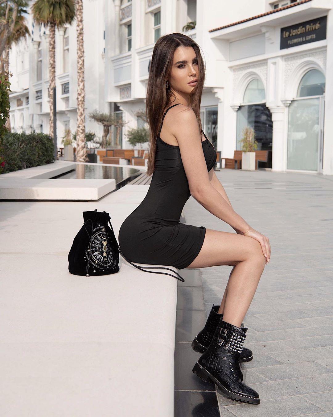 Silvia Caruso hot legs girls, hot legs, costumes designs