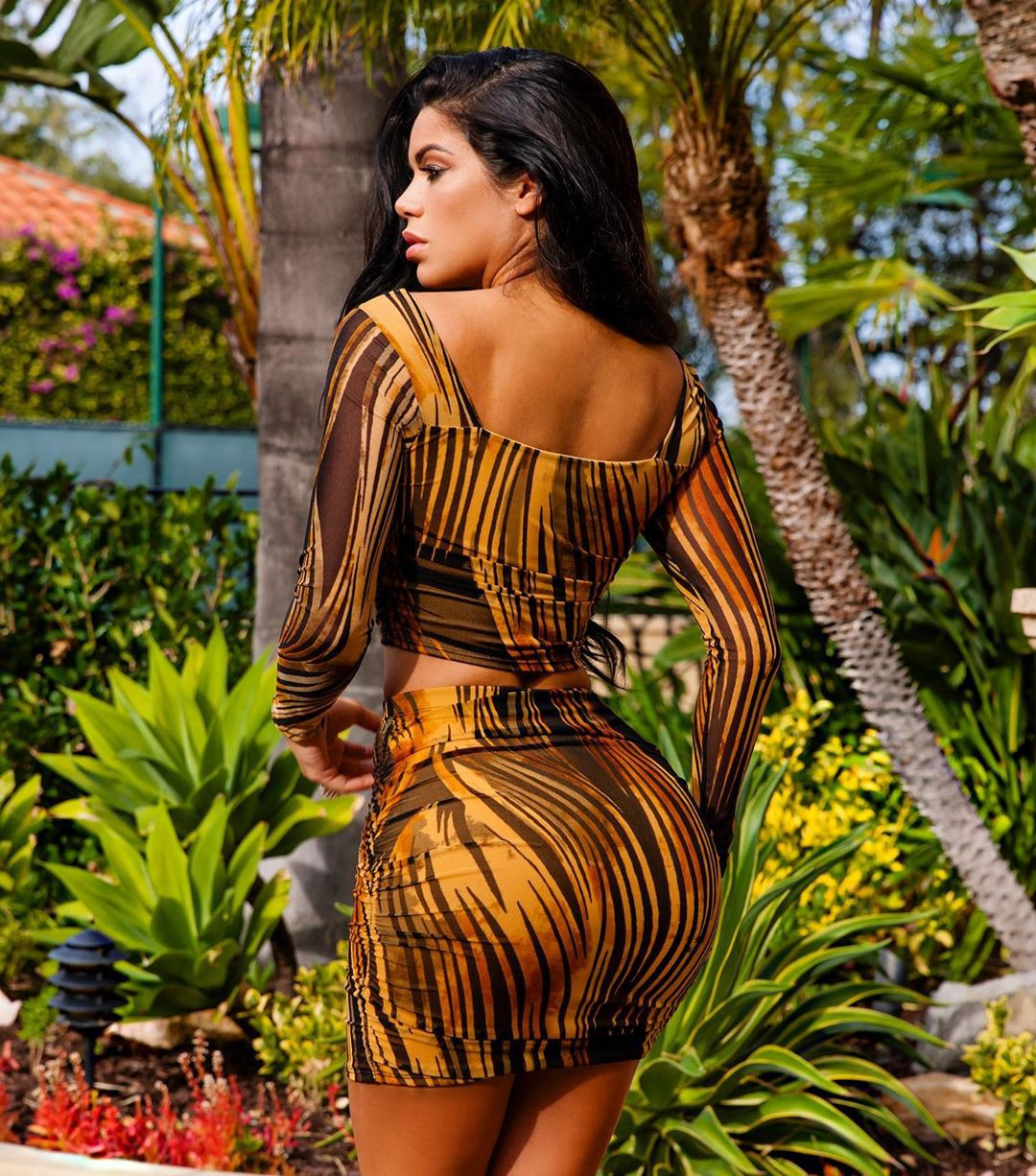 yellow matching style with dress, instagram photoshoot, woman thighs