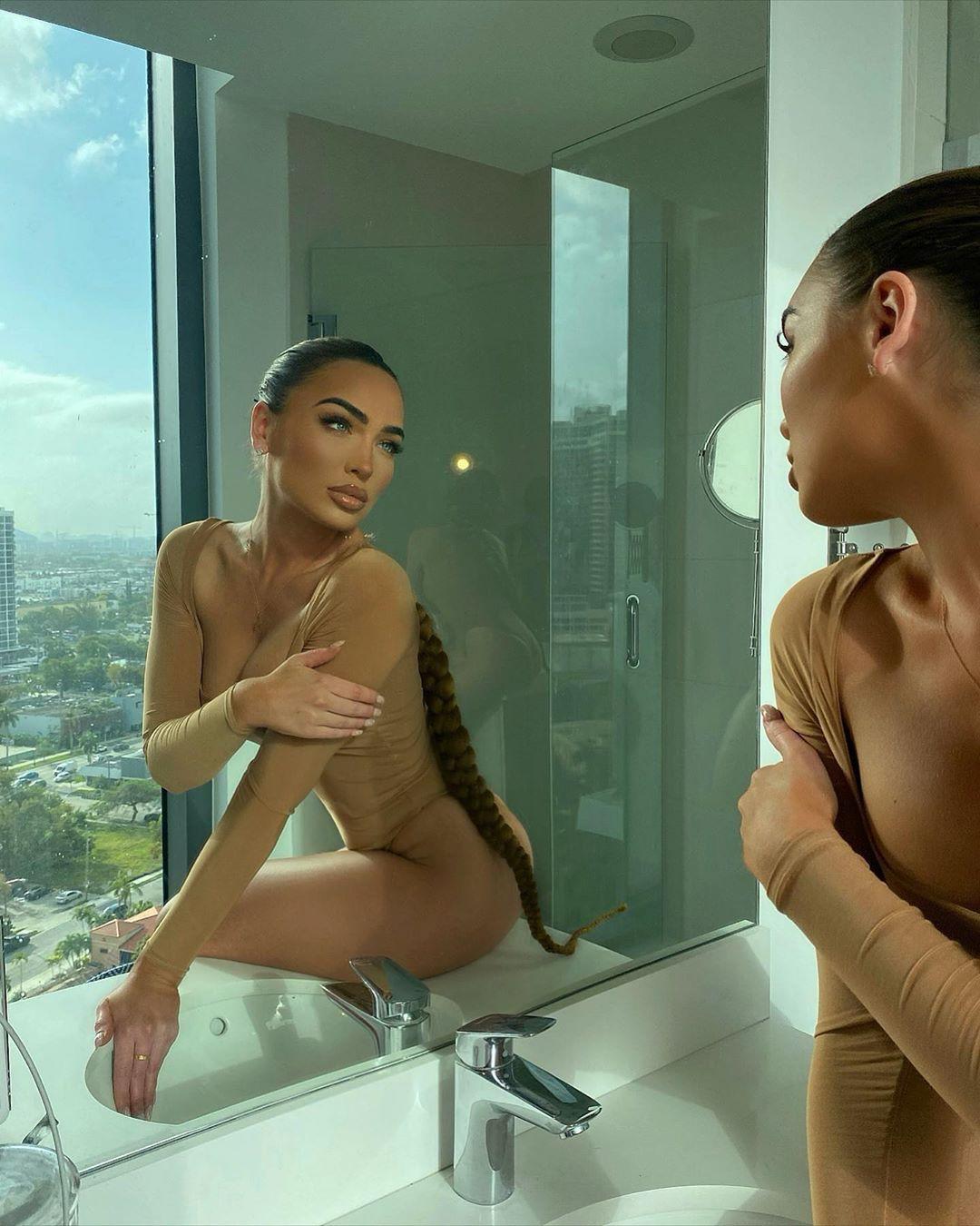 Gabriella Depardon legs picture, fit & fine body, plumbing fixture