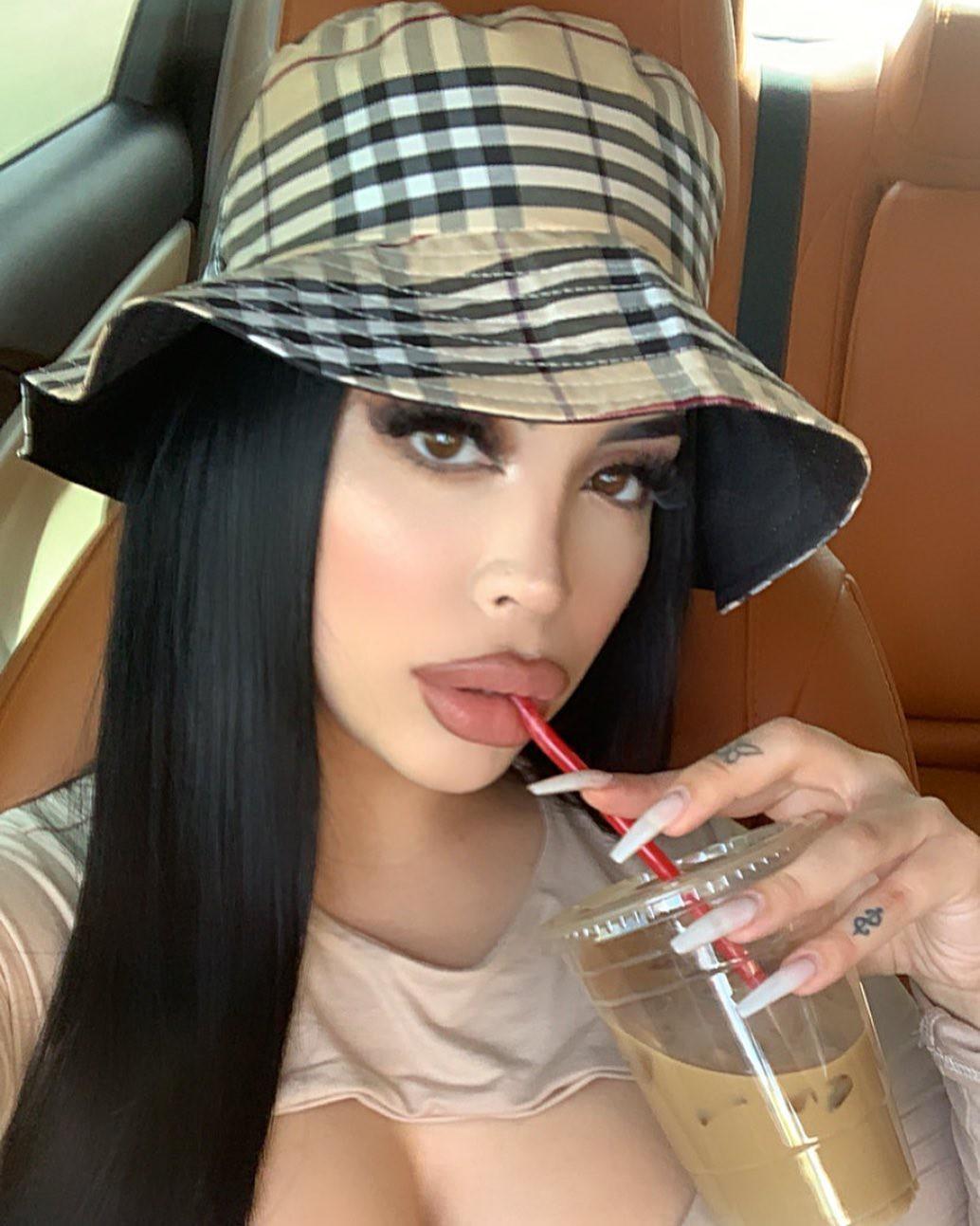 Valeria fashion accessory colour outfit ideas 2020, Beautiful Black Hairs, Perfect Lips