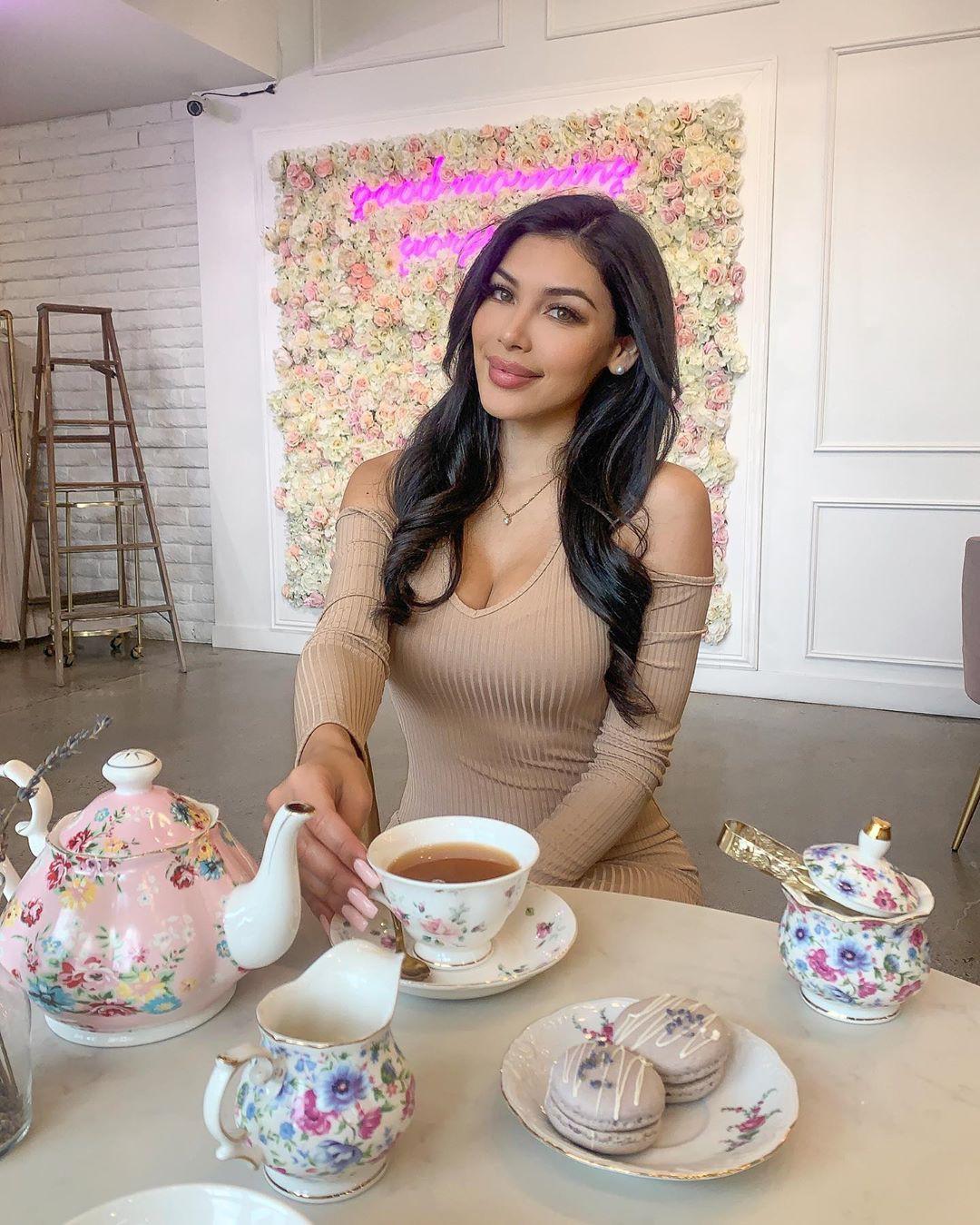 Tania Lucely, cake decorating, sweetness, serveware