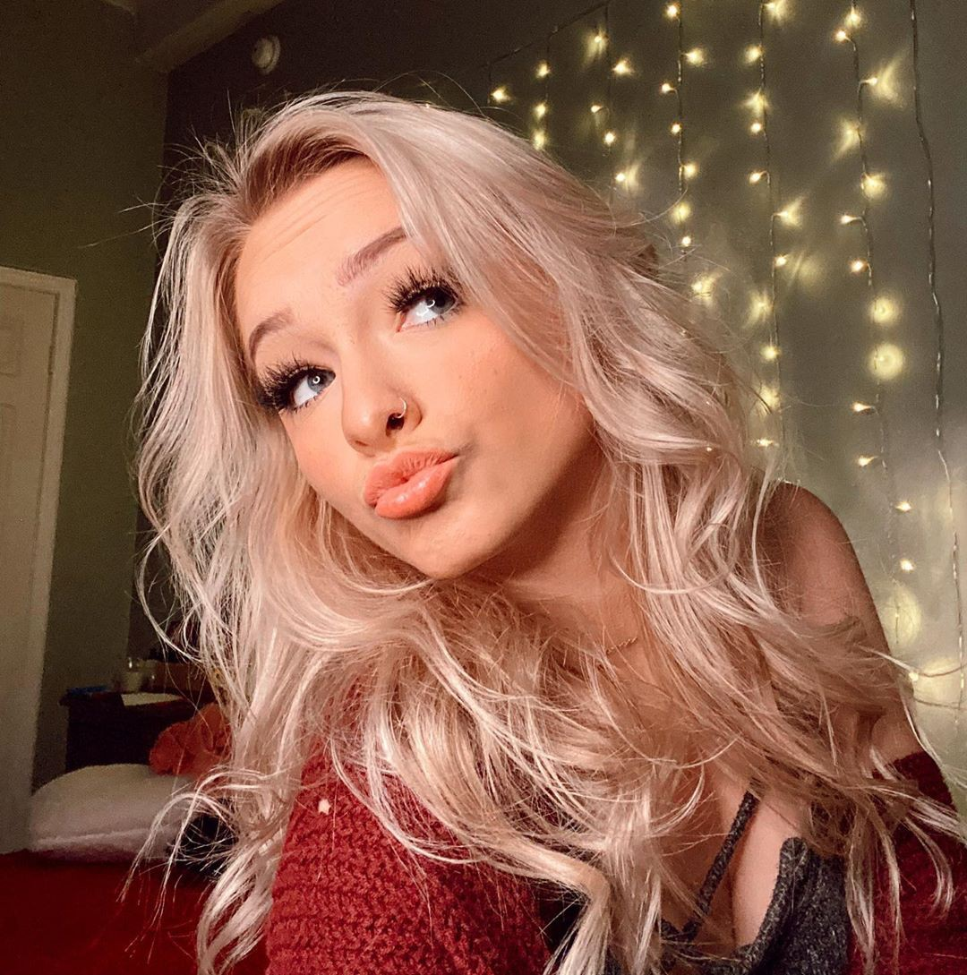 Zoe Laverne blond hairstyle, Bautiful Face, Beautiful Lips