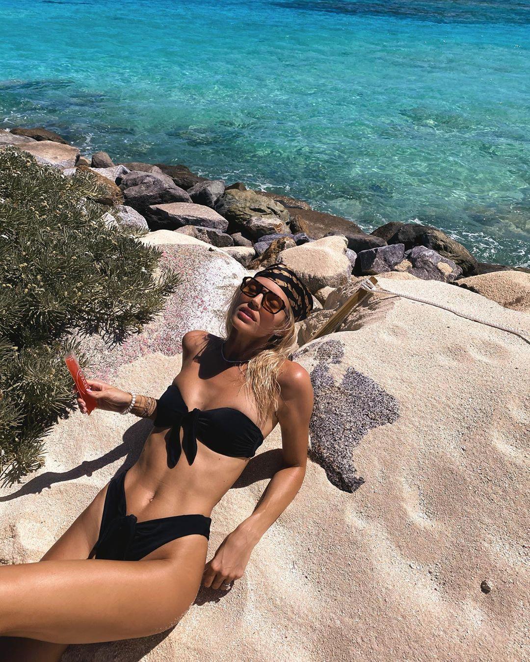 Devon Windsor sexy photo in lingerie, hot bikini models swimwear dresses ideas