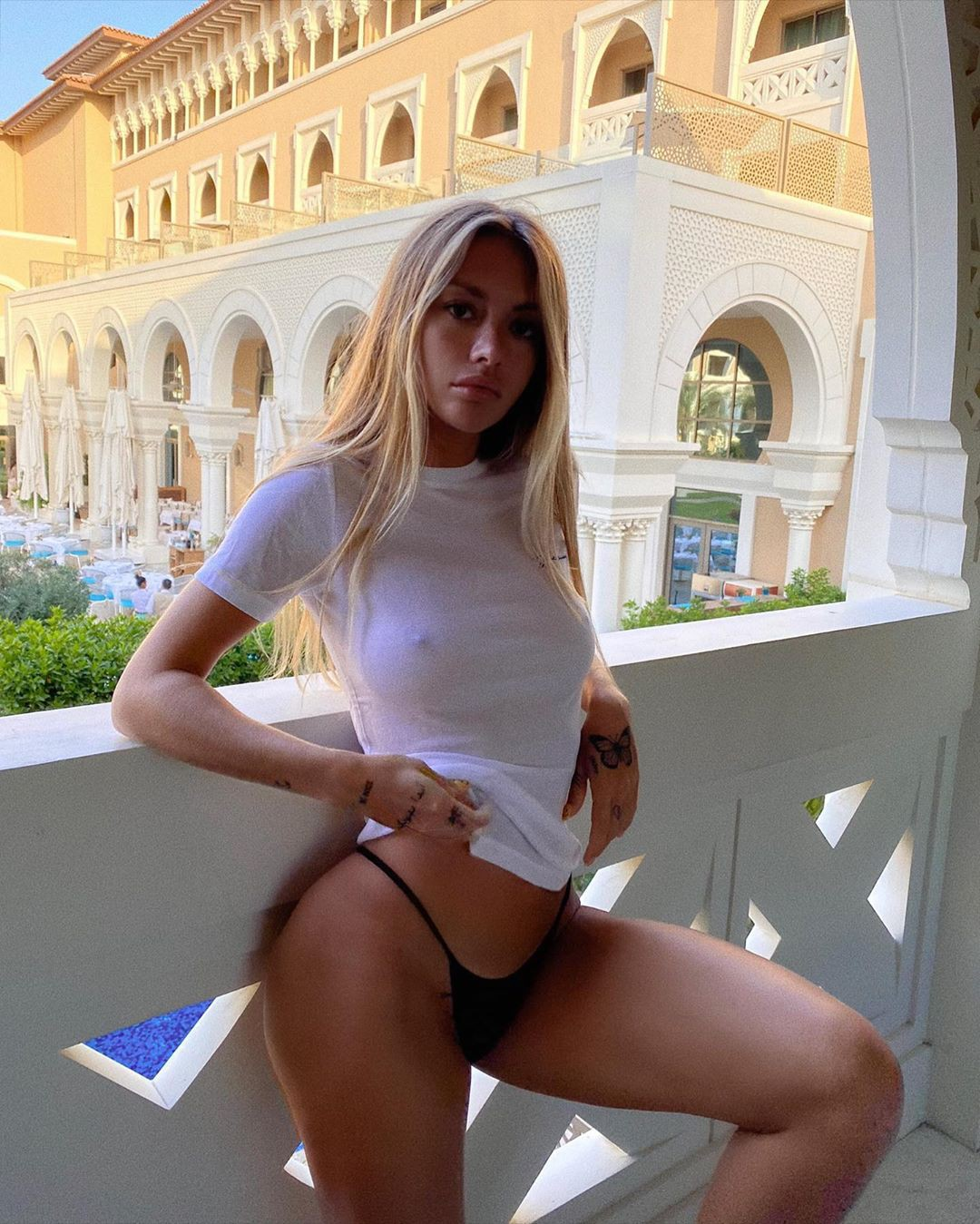 Pauline Tantot female thighs, legs pic, blond hairstyle